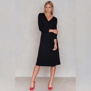 NWT FilippaK Vneck Classic Little Black Dress